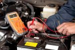 Автомобильный аккумулятор сколько вольт должен показывать – Напряжение аккумулятора автомобиля под нагрузкой и без нее. Как измерить напряжение аккумулятора автомобиля :: SYL.ru